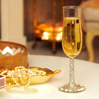 DIY: Champagneglass med perler og diamanter